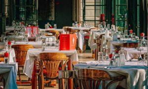 Kaksi syytä herkkusuulle mennä kasinon hotelliin Korkealuokkainen palvelu ja ruoka 300x180 - Kaksi-syytä-herkkusuulle-mennä-kasinon-hotelliin-Korkealuokkainen-palvelu-ja-ruoka