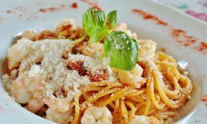 Neljä-maukasta-ruokaa-kasinoilla-rentouttavan-kylpyläpäivän-jälkeen-Pasta-carbonara