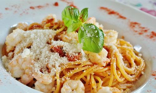 Neljä maukasta ruokaa kasinoilla rentouttavan kylpyläpäivän jälkeen Pasta carbonara - Neljä maukasta ruokaa kasinoilla rentouttavan kylpyläpäivän jälkeen