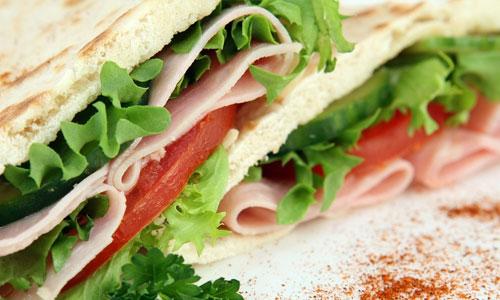 Neljä maukasta ruokaa kasinoilla rentouttavan kylpyläpäivän jälkeen Sandwich - Neljä maukasta ruokaa kasinoilla rentouttavan kylpyläpäivän jälkeen